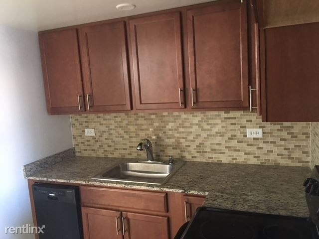 7630 N MILWAUKEE, Niles, IL - $1,050