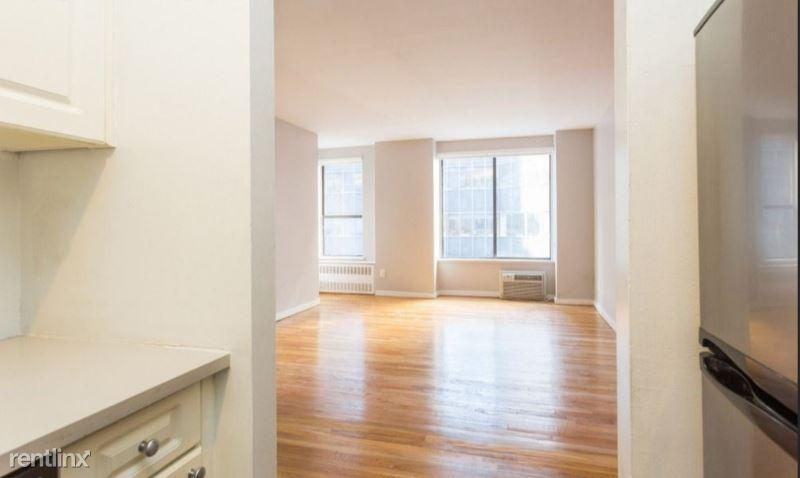 104 E 40th St 114, New York, NY - $3,300