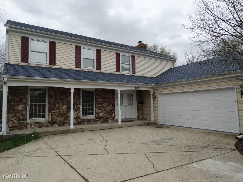135 Bryant Ave, Glen Ellyn, IL - $3,000
