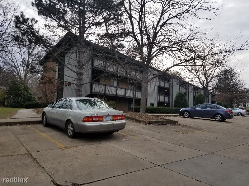 1300 Bailey Rd, Cuyahoga Falls, OH - $645