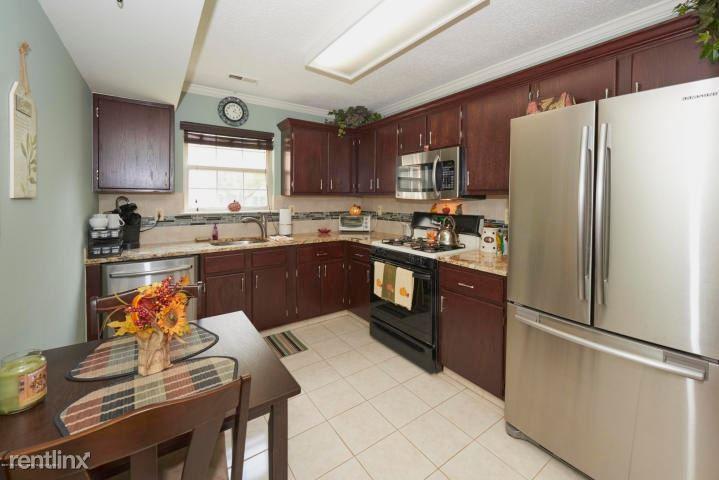 271 Tulip Lane, Freehold, NJ - $1,950