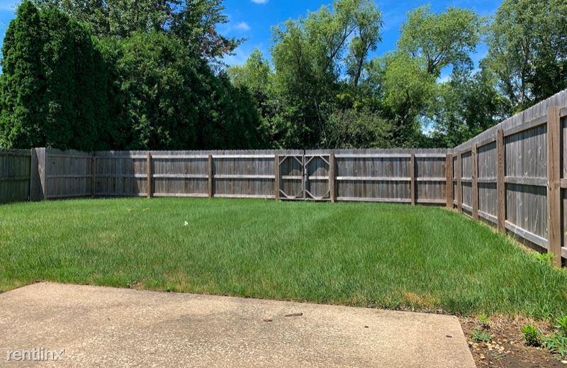 5223 Deerwood Lk, Springfield, IL - $1,300