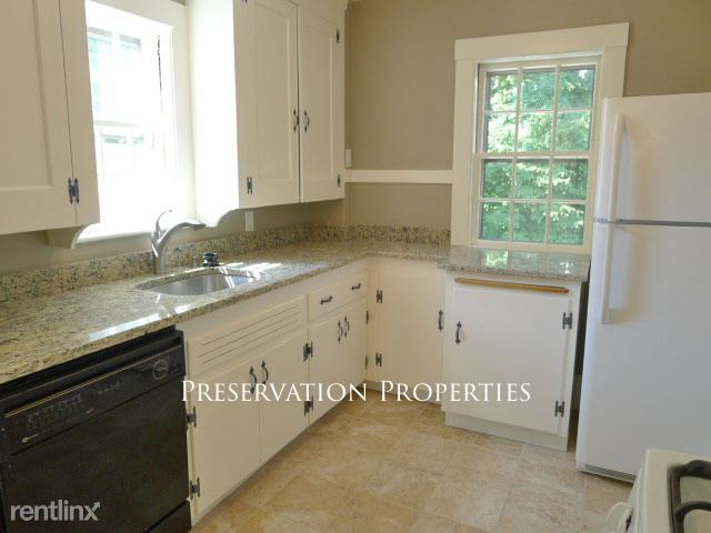 65 Cloverdale Rd # 2, Newton Highlands, MA - $2,650