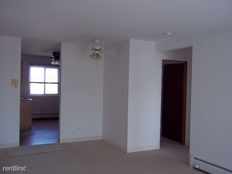 765 Court Of Spruce 5, Vernon Hills, IL - $1,050