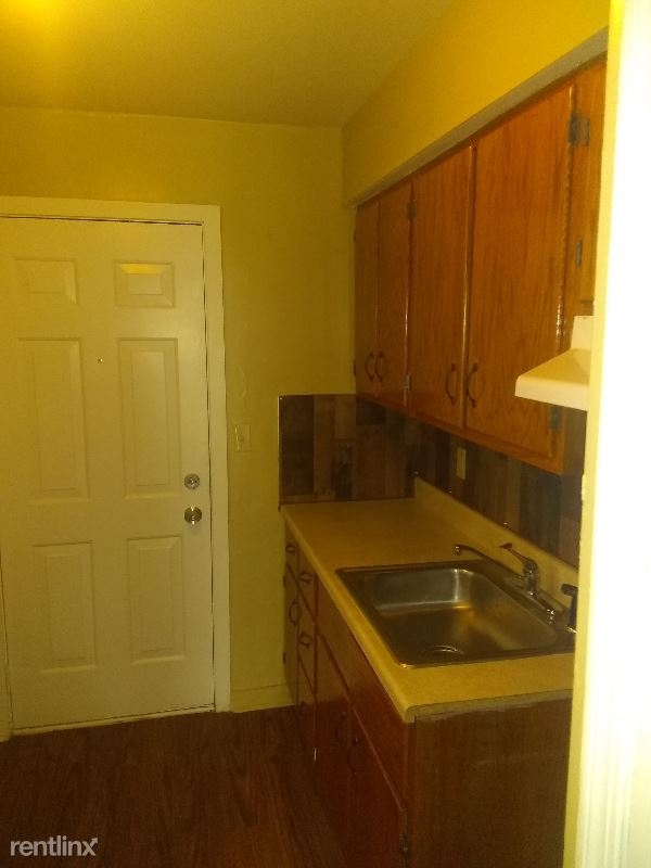 60 Gregory St, Aliquippa, PA - $700