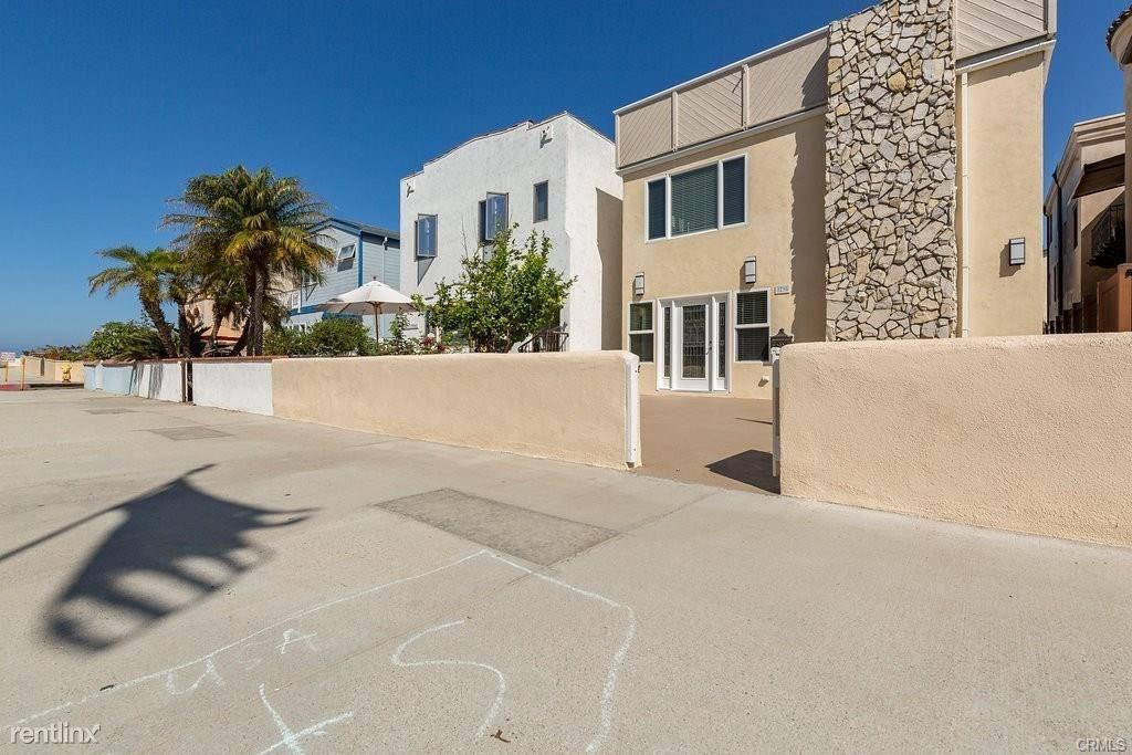 29 6th St, Hermosa Beach, CA - $7,900