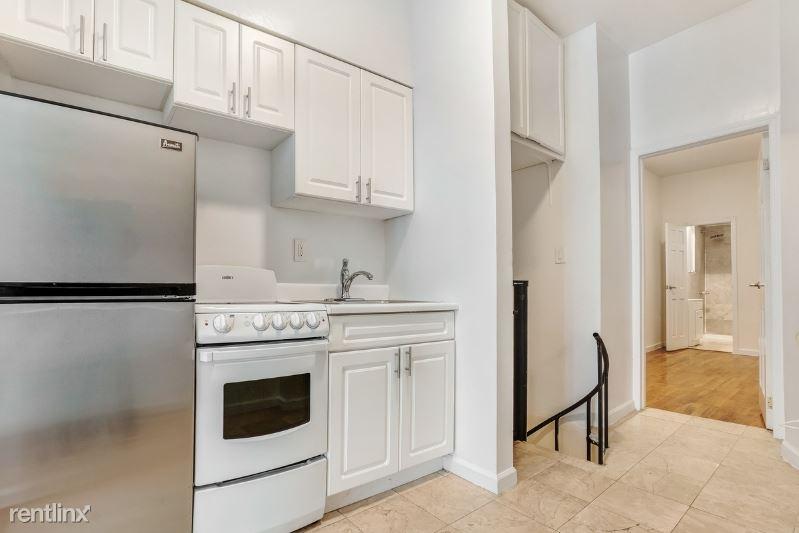 208 E 10th St, New York, NY - $3,295