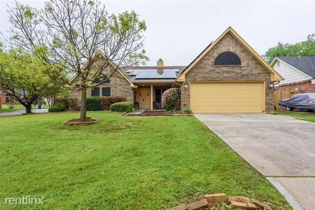 3223 Timberview Drive, Denton, TX - $1,900