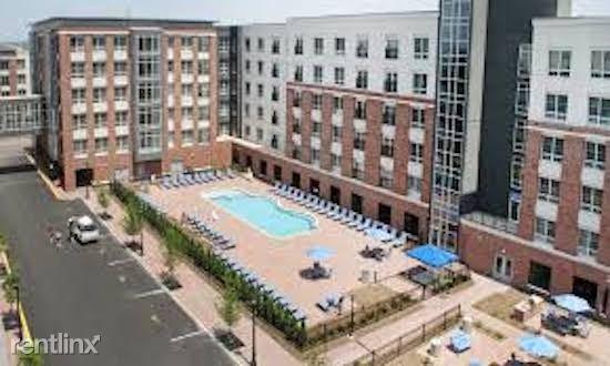 123 Park Plaza Dr 4, Secaucus, NJ - $2,050