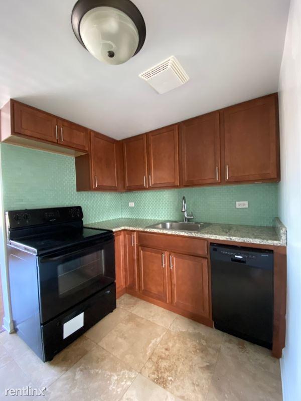 7628 1/2 N Milwaukee Ave 3B, Niles, IL - $1,050