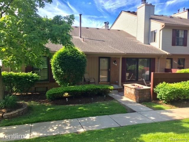 38802 Country Circle, Farmington Hills, MI - $2,300