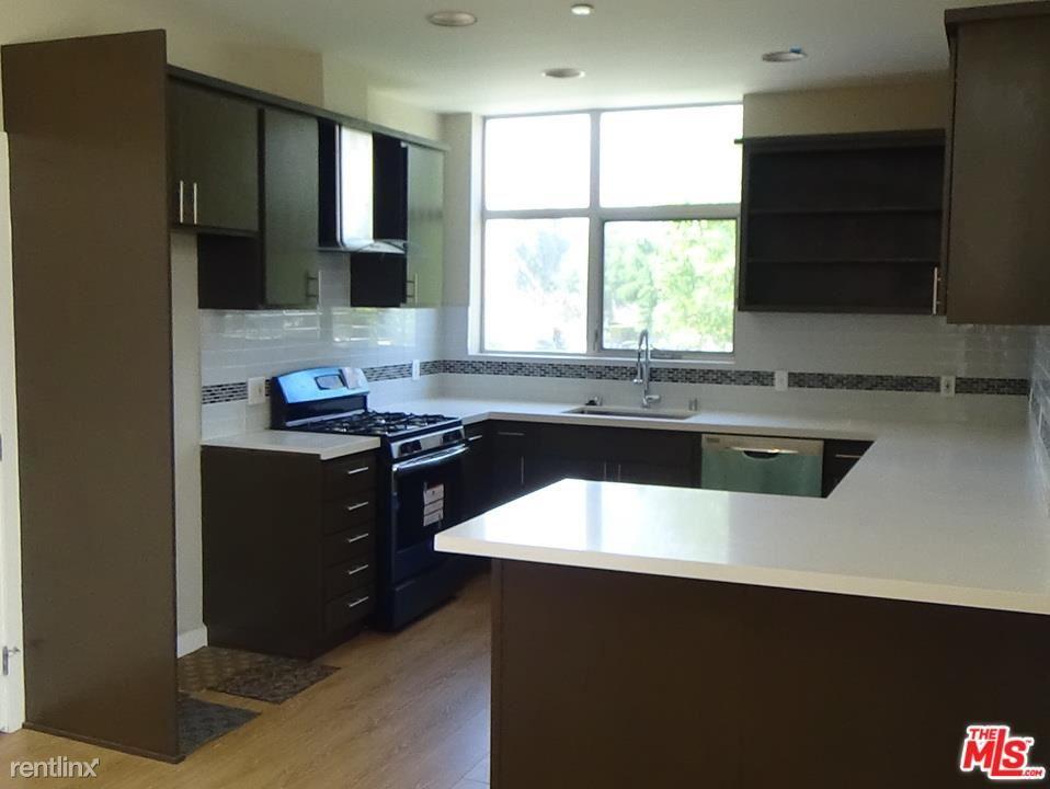 14224 Riverside Dr Apt 2 # #, Sherman Oaks, CA - $4,095