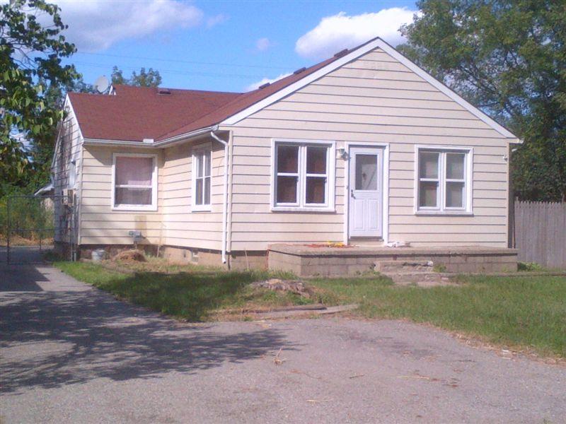 615 Peacock Ave, Pontiac, MI - $850