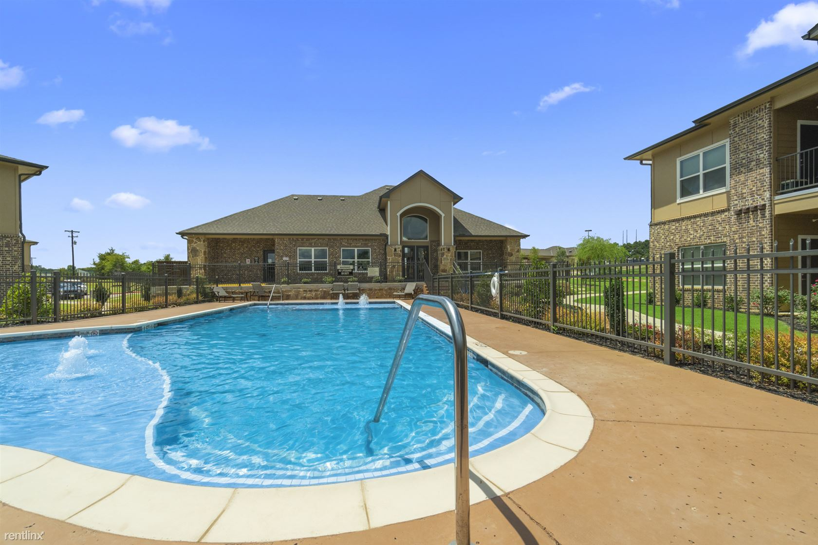 100 Damon Allen Way, Palestine, TX - $885
