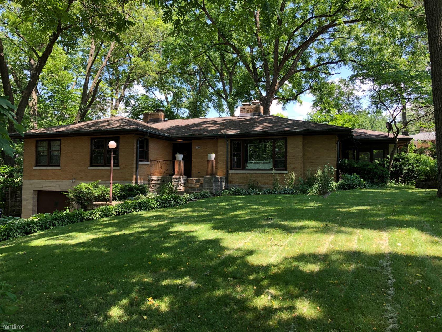 1219 Morton Ave, Elgin, IL - $1,850
