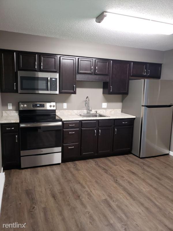 245 N Liberty St B, Mc Comb, OH - $850
