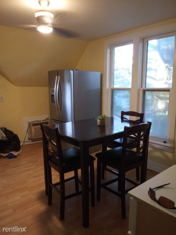 520 Lawrence Ave, Elgin, IL - $1,400