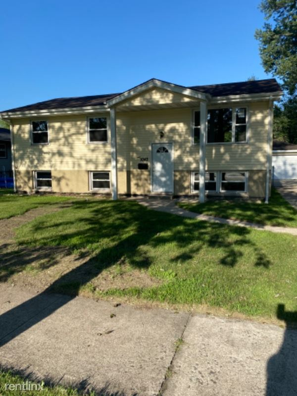 1043 N Wood St, Griffith, IN - $1,550