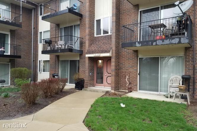 5S070 Pebblewood Ln Apt H1, Naperville, IL - $770
