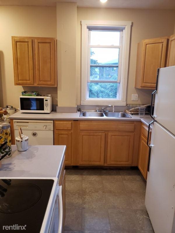 179 Spring St, Medford, MA - $975