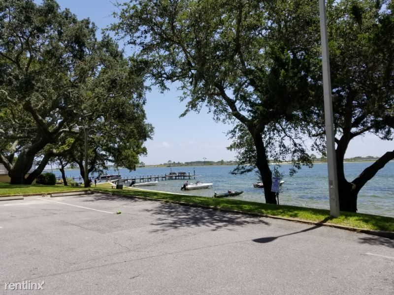 209 W Miracle Strip Pkwy D, Mary Esther, FL - $975