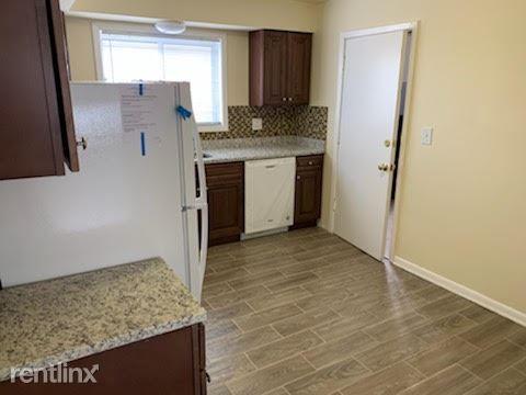 1414 Carol St, Park Ridge, IL - $1,400 USD/ month