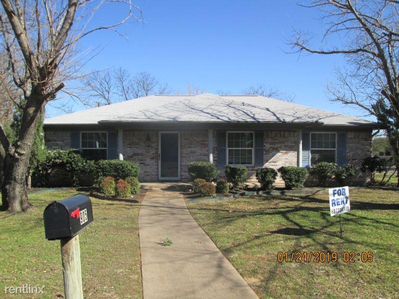 905 S Ridgeway Dr, Cleburne, TX - $1,375