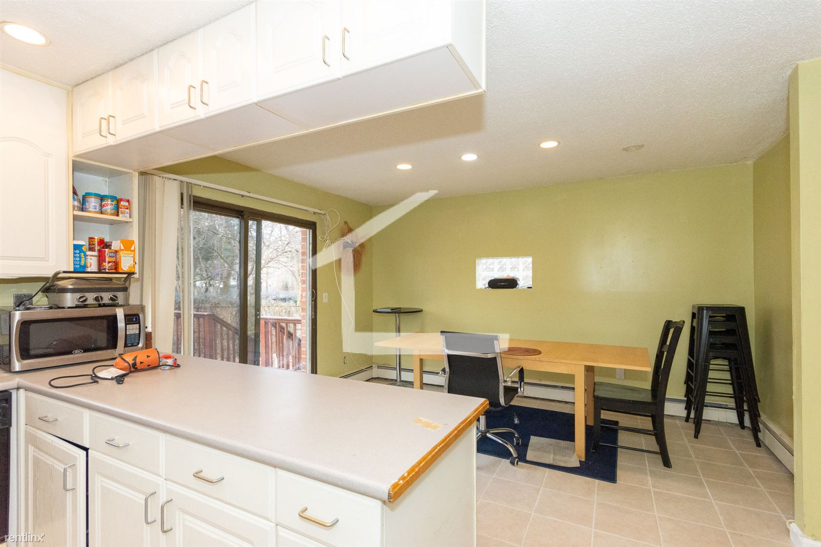 74 Browne St Apt 17, Brookline, MA - $6,000
