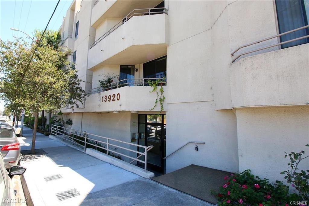 13920 Moorpark St Apt 105, Sherman Oaks, CA - $2,599