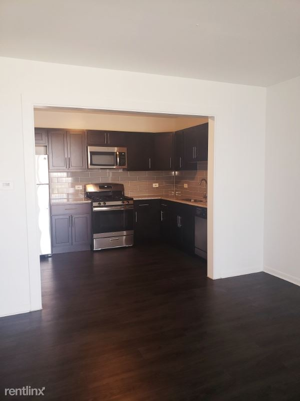 900 N Rohlwing Rd, Addison, IL - $1,299