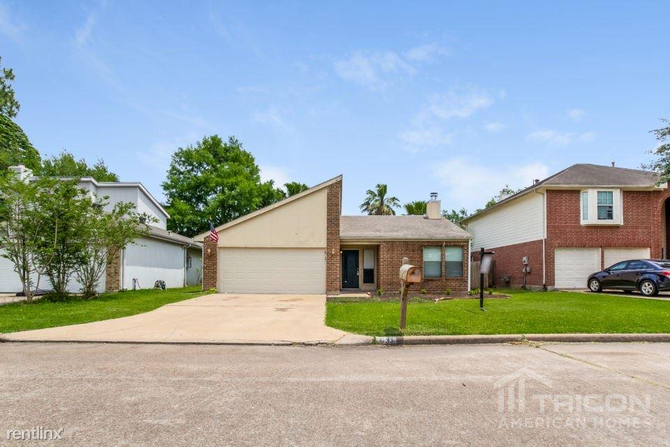 631 Shady Brook Drive, Stafford, TX - $1,425