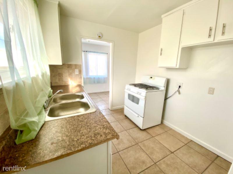 929 Carson St 1, Barstow, CA - $995