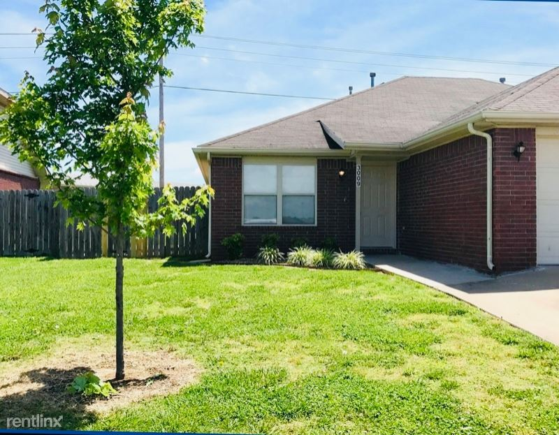 413 E Southern Trace Dr, Rogers, AR - $1,195