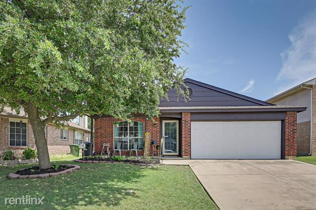 621 Hollyberry Drive, Mansfield, TX - $1,660