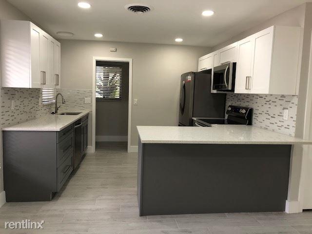 828 Lake Avenue North 7, Delray Beach, FL - $2,300