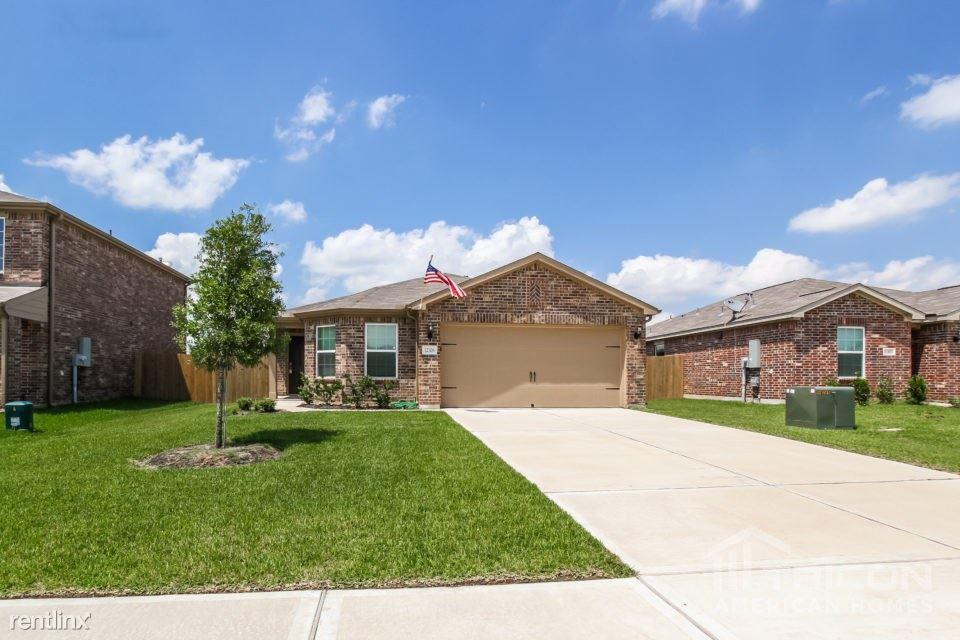 12306 Wavecrest Road, Texas City, TX - $1,625