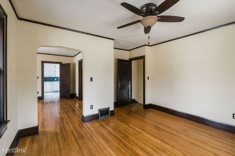1107 E Olive St, Bloomington, IL - $700
