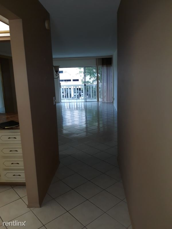 450 Paradise Isles Blvd 302, Hallandale, FL - $1,350