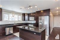 Chicago Luxury Leasing - 9 -