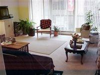 815 2bdrm living room