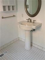 Bathroom 2nd floor 2 115 Beakes
