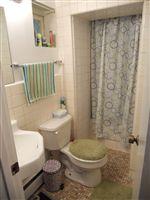 Bathroom (Lower 1 BR)
