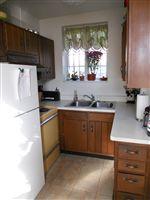 Kitchen (Upper 1 BR)