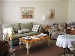 You get the feeling of being at home at Country Manor, not the feeling of being in a large apartment complex.