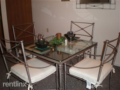 Dining Area/1 bedroom executive suite
