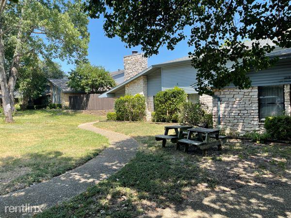 130 Hollyhill Ln, Denton, TX