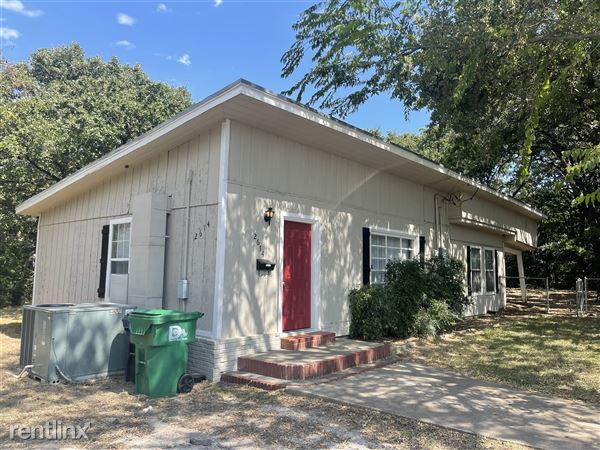 2614 N Elm St, Denton, TX