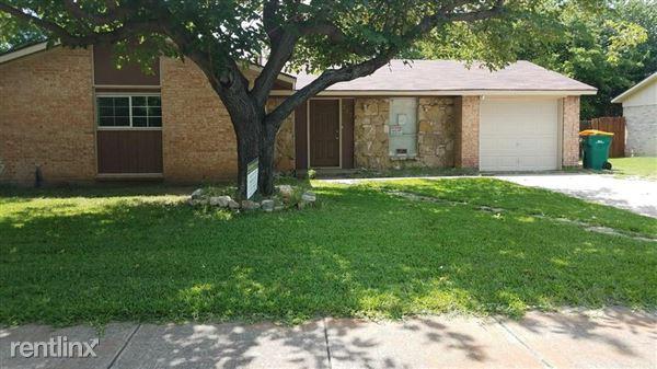 212 Ridgeway Circle, Lewisville, TX