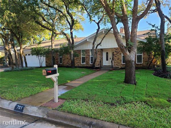 701 Kentwood Circle, Bedford, TX