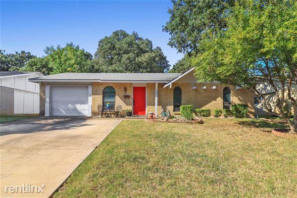 1055 Winterwood Drive, Lewisville, TX